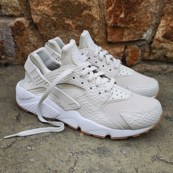 Nike Air Huarache run SE Reptile Skin Light Bone abdc98659c90